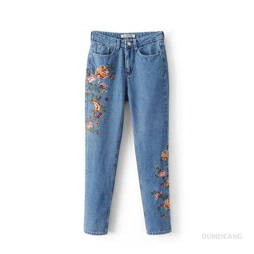 Изображение джинсы  ZARA  с цветочной вышивкой